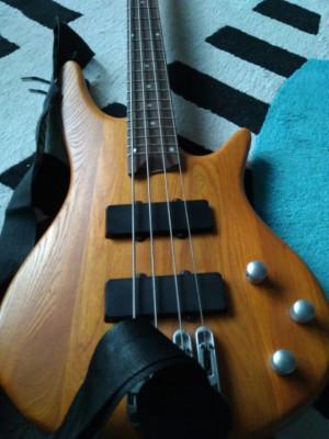 Bajo eléctrico Johnny Guitar's