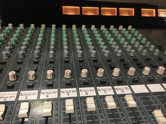 Mesa analógica años 80 revisada estudio grabacion