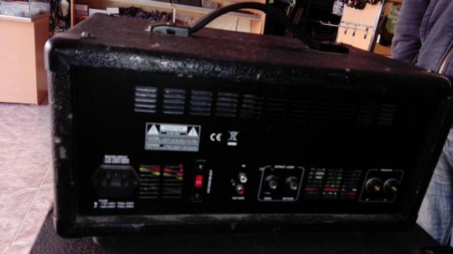 Mesa de mezclas autoamplificada T.MIX PM600