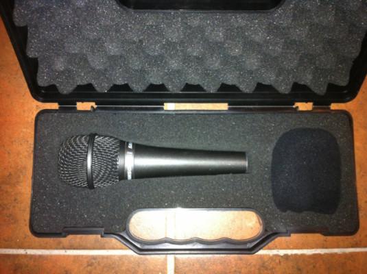 Microfono + pié Hercules por etapa potencia