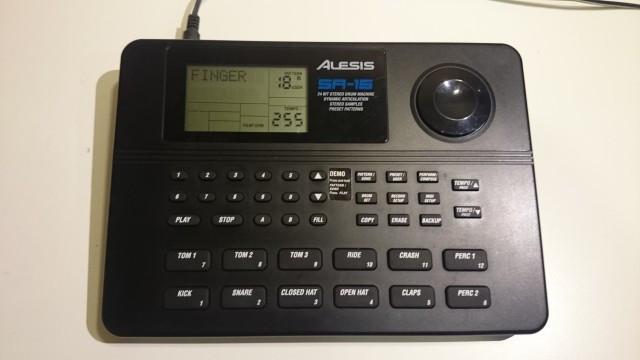 Vendo caja de ritmos Alesis SR16