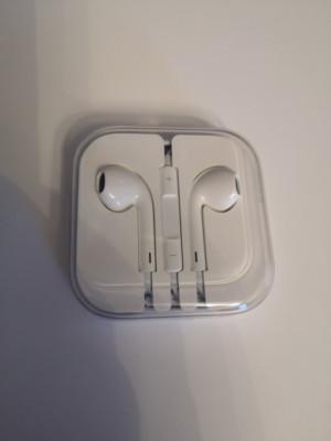 Auriculares iPhone originales sin estrenar.
