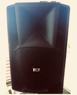 Altavoz PA Marca RCF ART408 Amplificado