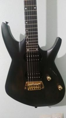 Guitarra eléctrica luthier por bajo eléctrico.