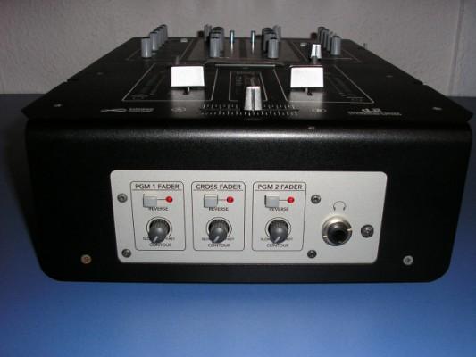 Vendo mesa de mezcla mackie d 2 2 canales infinium crossfader en sevilla hispasonic - Mesa de mezclas 2 canales ...