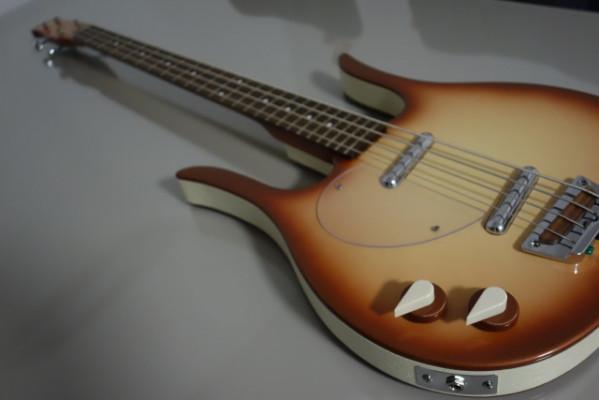 Bajo Danelectro 58 Longhorn Lefthand Bass CB para zurdos