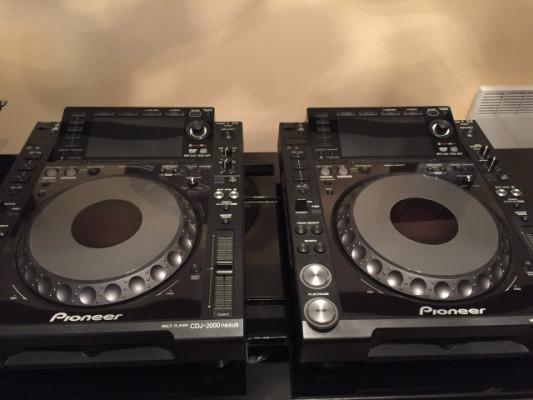 2 x Pioneer cdj 2000 nexus
