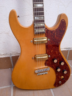 Kay K-300 fabricada en Chicago en 1964