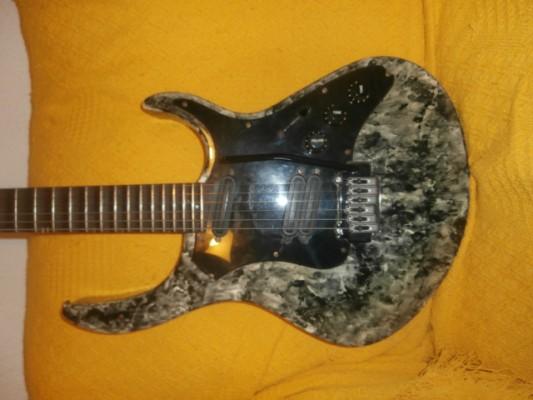Guitarra escalopada HOHNER REVELATION RTX