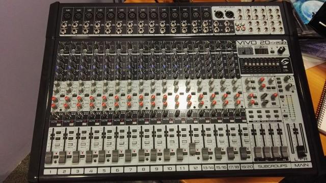 Mesa de mezclas 20 canales
