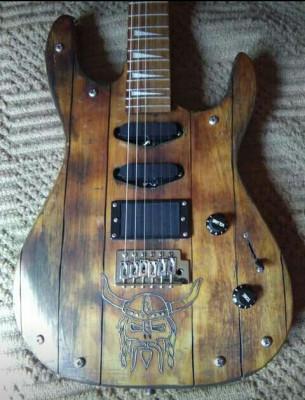 Vendo o cambio guitarra customizada única.