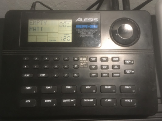 Drum machine Alesis SR 16