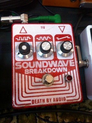 Pedal Fuzz DEATH BY AUDIO · Soundwave Breakdown