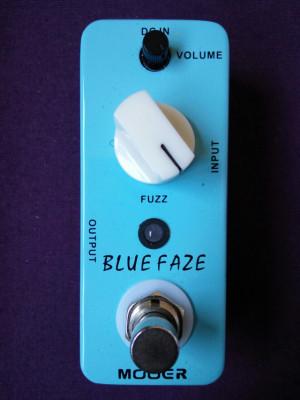 O cambio Fuzz Mooer Blue Faze (Fuzz Face silicio)
