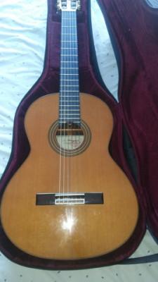 Guitarra clásica hecha artesanalmente