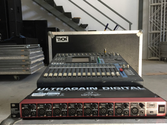 Yamaha 01v96 v2 + MY-16 AT + Behringer ADA8200 ultragain