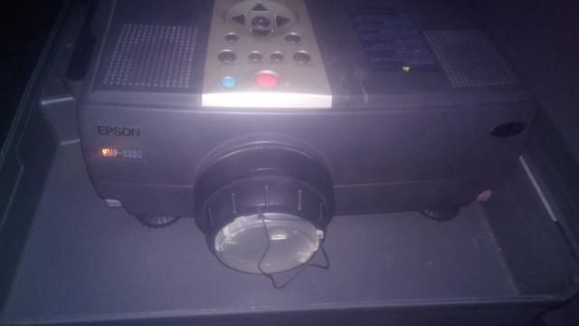 proyector Epson emp5350, 1500 lumens más regalo