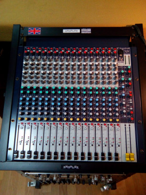 MESA DE MEZCLAS SOUNDCRAFT