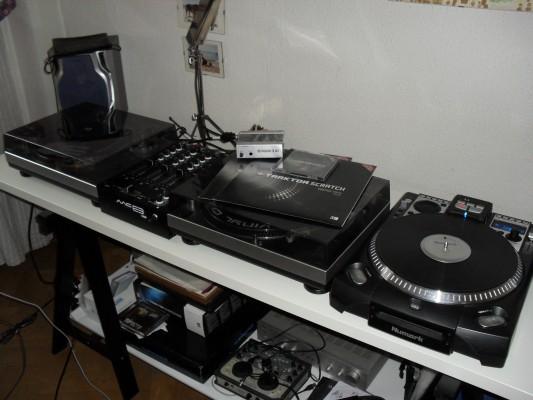 Equipo DJ COMPLETO (Akiyama MCE3 USB, NUMARK CDX, 2xAKIYAMA DJ 2000, TRAKTOR SCRATCH DUO)