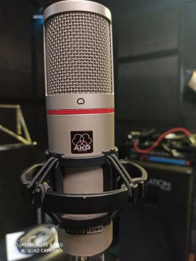 AKG SolidTube (micrófono de diafragma grande, a Válvula)