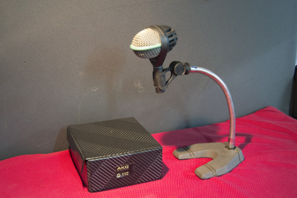 Microfono AKG D112 para bombo