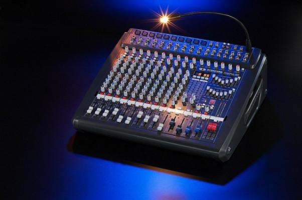 Mesa de sonido Dynacord porwermate 1000