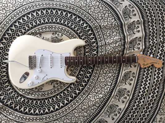 FENDER STRATOCASTER CLASSIC SERIES '70S