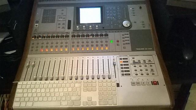TASCAM DM3200 c/ Hardcase (MEZCLADORA /INTERFACE/CONTROLADORA)