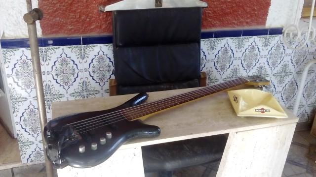 Bajo Warwick Rock Bass 5 cuerdas + Divi