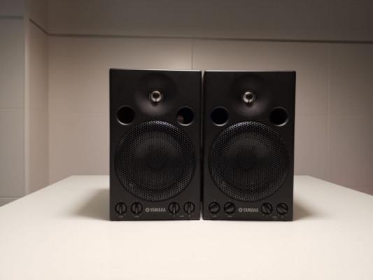 2 monitores de audio Yamaha MSP3