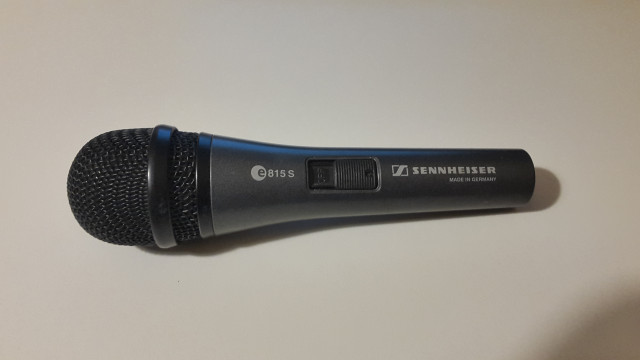 1 Micro Senheiser  +   2 micros Samson