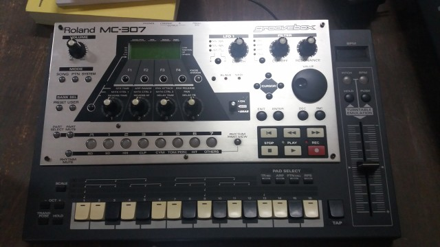 Grovebox Roland MC-307