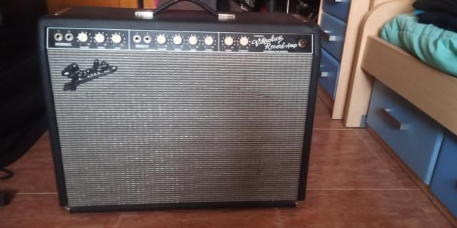O cambio.Fender custom vibrolux reverb