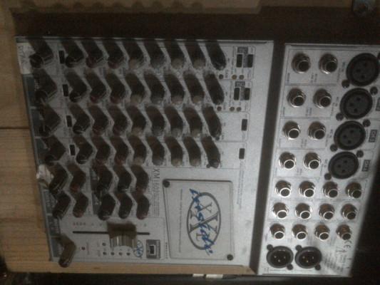 Mesa de mezclas 4 previos / 16 canales
