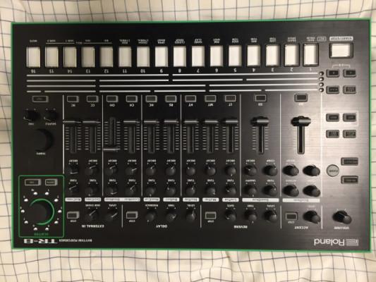 Roland TR-8 Aira.