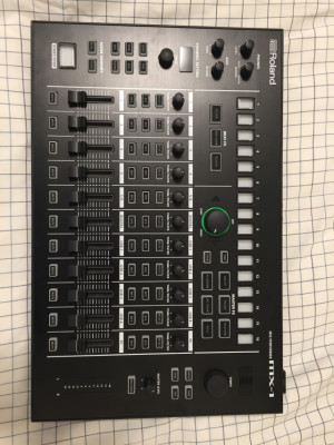 Roland MX-1 Aira.