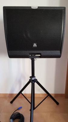 Pareja de Altavoz-monitor activo master audio JK12MA y flightcase