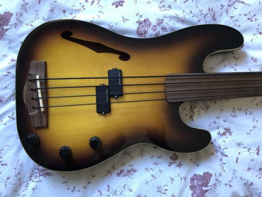 Fender Precision A/E Fretless Japan