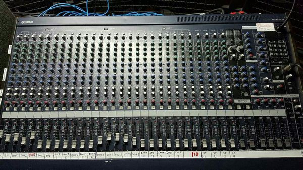 Mixer Yamaha de 32 canales y multipistas digital ALESIS