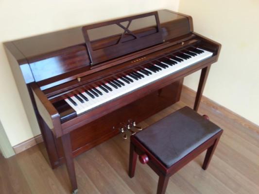 Piano ACÚSTICO Yamaha modelo Corto