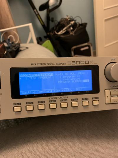 Akai S3000XL con efectos