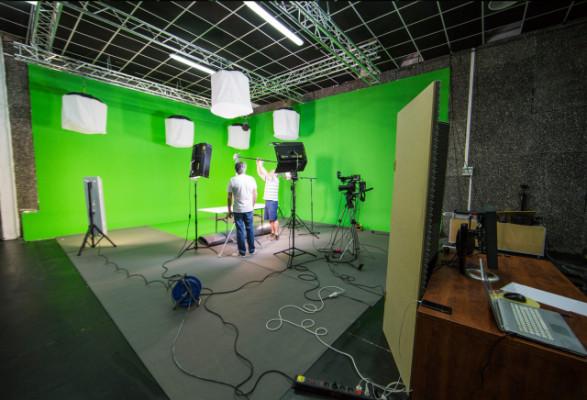 Se traspasa plató croma e instalaciones audiovisuales 400m2