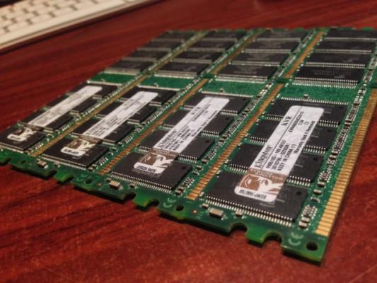Memoria RAM 4GB PC KINGSTOM DDR 400 CL3