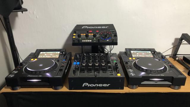 Cabina Pioneer DJ 2000 NEXUS 2