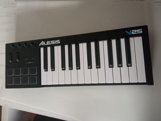 Teclado + Pads MIDI Alesis v25