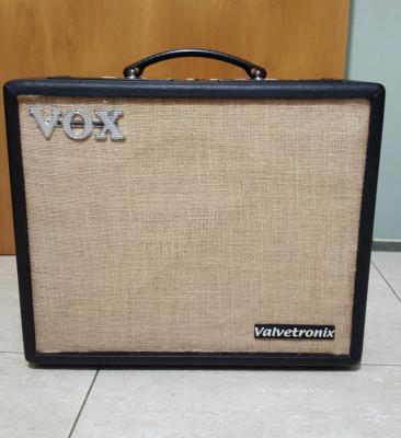 Amplificador VOX VT20+ y Pedalera VFS5