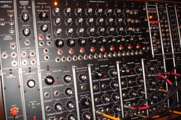 Synthesizers.com (Q960) (Q961) (Q962)
