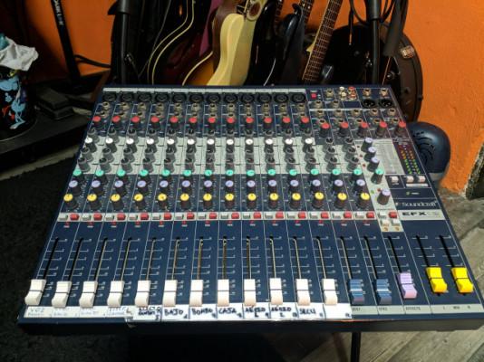 Soundcraft EFX 12 Mezclador analógico 14 canales con FX Lexicon