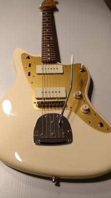 Fender Squier Jazzmaster J. Mascis (con Schaller strap locks)