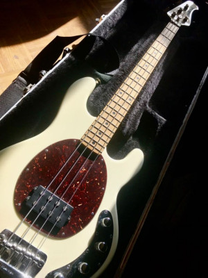 Bajo Music Man Stingray blanco ULTIMO PRECIO